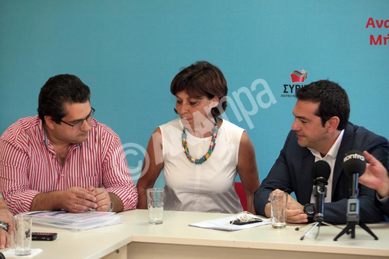 Ο πρόεδρος του ΣΥΡΙΖΑ Αλέξης Τσίπρας (Δ) και ο πρόεδρος της Διδασκαλικής Ομοσπονδίας Ελλάδας Χαράλαμπος Κόκκινος (Α) στη σημερινή συνάντηση του προέδρους του ΣΥΡΙΖΑ με το προεδρείο της ΔΟΕ, Τετάρτη 25 Σεπτεμβρίου 2013. ΑΠΕ - ΜΠΕ/ΑΠΕ - ΜΠΕ/Αλέξανδρος Μπελτές