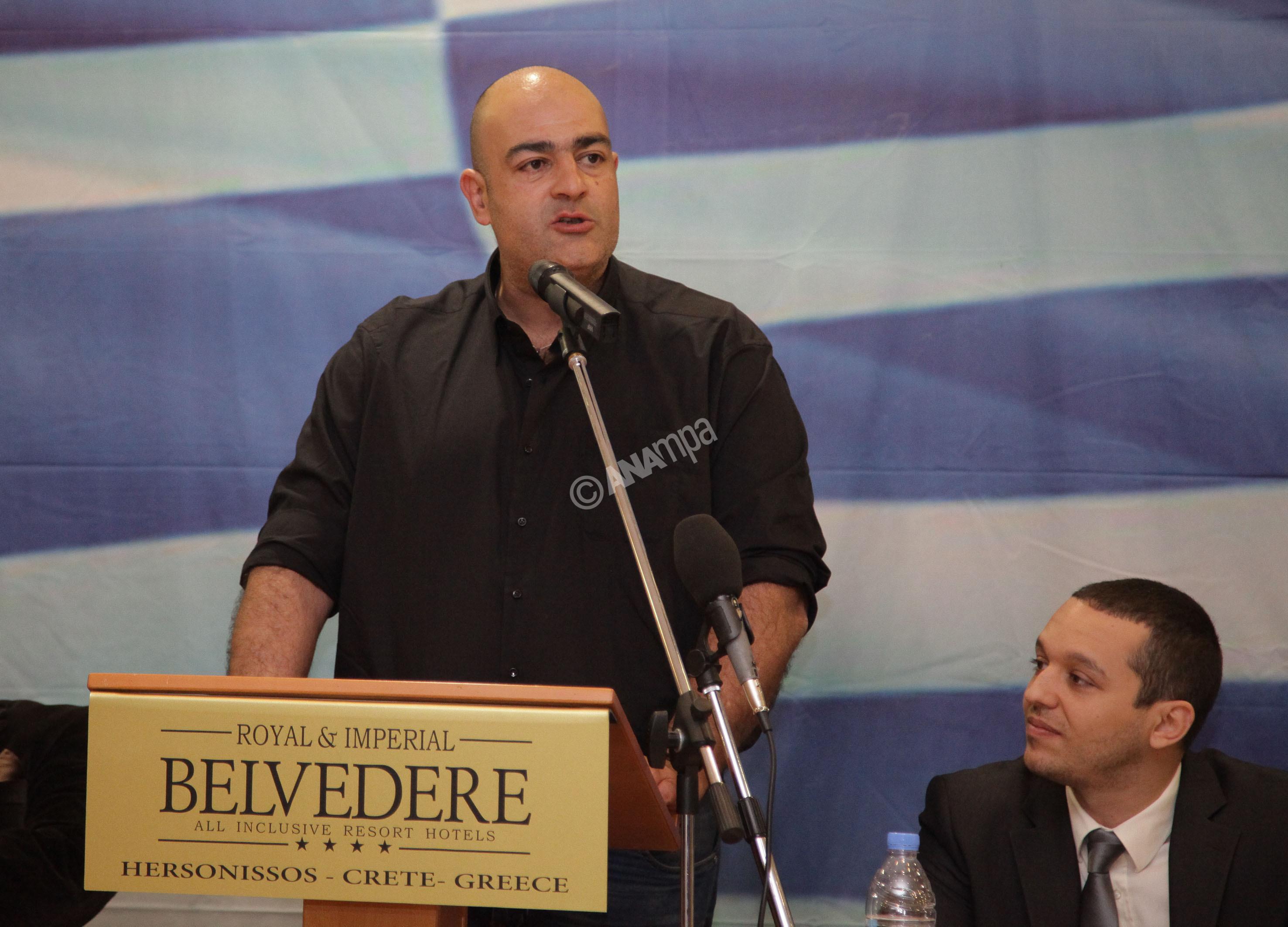 Στο βήμα μιλάει ο υποψήφιος περιφερειάρχης Κρήτης Γιώργος Σπυρόπουλος στην εκδήλωση της Χρυσής Αυγής που πραγματοποιήθηκε στη Χερσόνησο στο Ηράκλειο για να ανακοινώσει τους υποψήφιους για τις επερχόμενες αυτοδιοικητικές εκλογές στη Κρήτη, με την παρουσία πρωτοκλασάτων στελεχών του κόμματος, Κυριακή 23 Φεβρουαρίου 2014. Το παρόν έδωσαν οι βουλευτές Ηλίας Κασιδιάρης, Ελένη Ζαρούλια, Ηλίας Παναγιώταρος, Δημήτρης Κουκούτσης και ο Μιχάλης Αρβανίτης. Ο Γιώργος Σπυρόπουλος εν ενεργεία αστυνομικός με καταγωγή από τα Σφακιά θα είναι ο υποψήφιος Περιφερειάρχης Κρήτης για τη Χρυσή Αυγή. ΑΠΕ-ΜΠΕ/ΑΠΕ-ΜΠΕ/ΣΤΕΦΑΝΟΣ ΡΑΠΑΝΗΣ