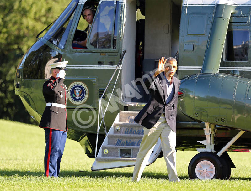 US President Barack Obama arrives back on the South Lawn of the White House following a day-trip to Milwaukee, WI where he spoke at Laborfest 2014, in Washington DC, USA, 01 September 2014.  EPA/MARTIN H. SIMON / POOL