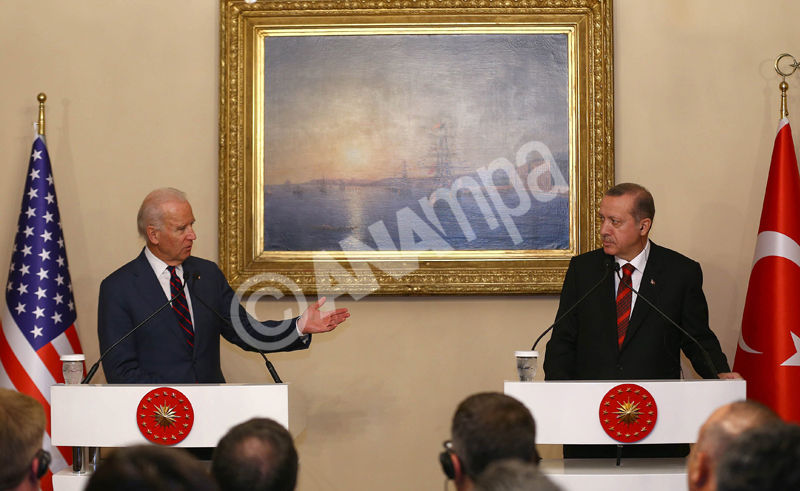epa04500080 A handout picture provided by the Presidential press office shows Turkish President Recep Tayyip Erdogan (R) and US Vice President Joe Biden (L) speaking during a press conference after their meeting in Istanbul, Turkey, 22 November 2014. Biden, who is on a three days visit to Turkey, met Turkish President Recep Tayyip Erdogan in the aftermath of a public spat between the two leaders and deep divisions over the Islamic State militant group.