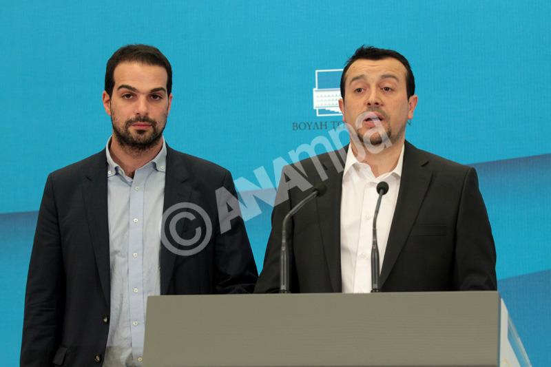 Ο υπουργός Επικρατείς Νίκος Παππάς (Δ) και ο κυβερνητικός εκπρόσωπους  Γαβριήλ Σακελλαρίδης ανακοινώνουν την σύνθεση της νέας Κυβέρνησης, την Τρίτη 27 Ιανουαρίου 2015, στη Βουλή. ΑΠΕ-ΜΠΕ / ΑΠΕ-ΜΠΕ / ΠΑΝΤΕΛΗΣ ΣΑΙΤΑΣ ΑΠΕ-ΜΠΕ/ΑΠΕ-ΜΠΕ/ΠΑΝΤΕΛΗΣ ΣΑΙΤΑΣ