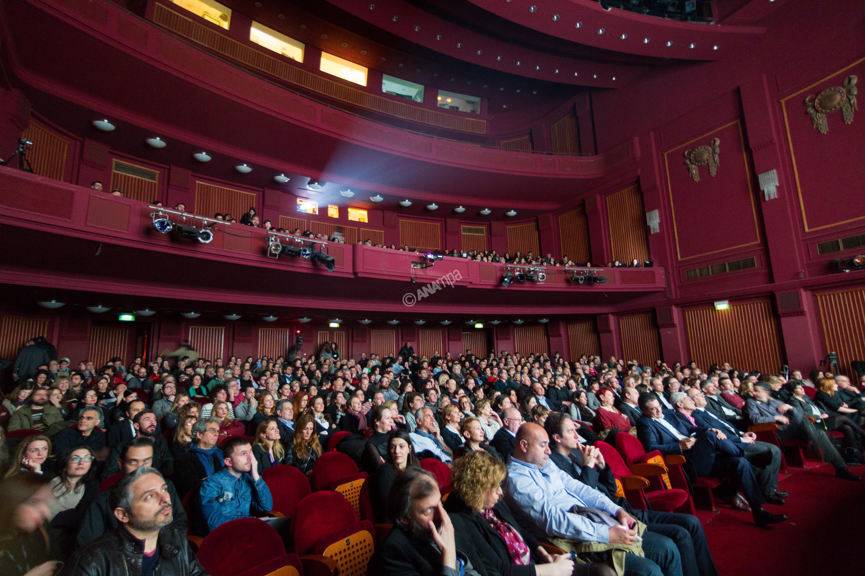 Θεατές παρακολουθούν την τελετή έναρξης του 17ου Φεστιβάλ Ντοκιμαντέρ Θεσσαλονίκης - Εικόνες του 21ου Αιώνα, που πραγματοποιήθηκε στο Ολύμπιον. Θεσσαλονίκη, Παρασκευή 13 Μαρτίου 2015 ΑΠΕ ΜΠΕ/PIXEL/ΣΩΤΗΡΗΣ ΜΠΑΡΜΠΑΡΟΥΣΗΣ