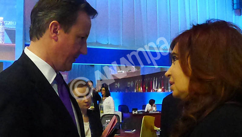 A handout picture provided by Argentinean Presidency on 19 June 2012 shows Argentinean President Cristina Fern?ndez de Kirchner (R) and British Prime Minister David Camero during a conversation in Los Cabos, Mexico. EPA/ARGENTINEAN PRESIDENCY / HANDOUT   EDITORIAL USE ONLY/NO SALES