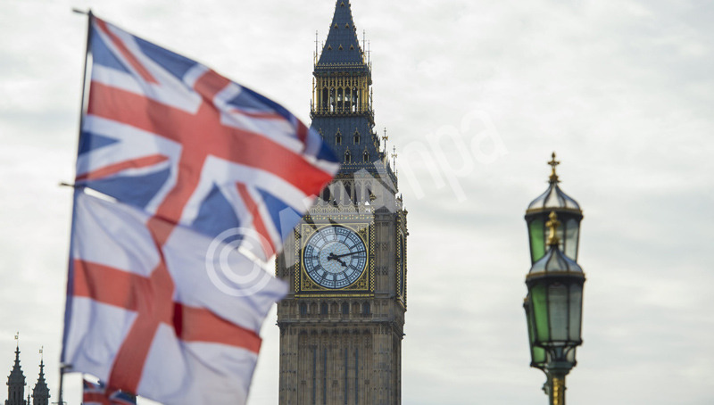 epa04689932 A British Union Jack flag and a flag of England fly in front of Big Ben in the Houses of Parliament in London, Britain, 02 April 2015. British Prime Minister David Cameron will face off his political rivals from Labour, Liberal Democrats, SNP, Greens, UKIP and Plaid Cymru in Manchester later on 02 April during the first and only TV debate of the national election campaign.  EPA/FACUNDO ARRIZABALAGA