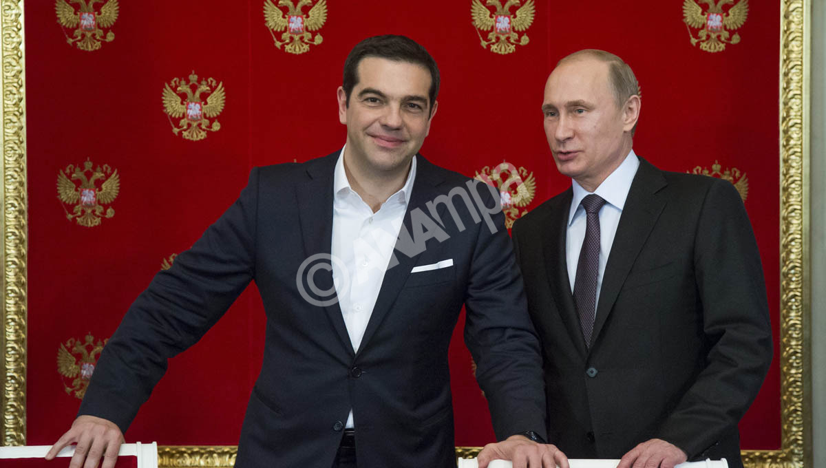Russian President Vladimir Putin (R) and Greek Prime Minister Alexis Tsipras (L) attend a signing ceremony in the Kremlin in Moscow, Russia, 08 April 2015. EPA/ALEXANDER ZEMLIANICHENKO / POOL