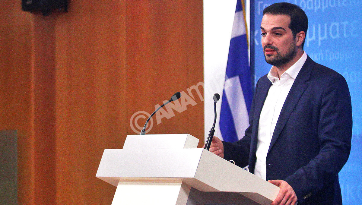 Ο κυβερνητικός εκπρόσωπος Γαβριήλ Σακελλαρίδης μιλάει κατά την διάρκεια της ενημέρωσης των πολιτικών συντακτών αλλά και των ανταποκριτών ξένου τύπου στην Γενική Γραμματεία Ενημέρωσης, Δευτέρα 4 Μαΐου 2015. Η ενημέρωση των ξένων ανταποκριτών θα πραγματοποιείται κάθε Δευτέρα και Πέμπτη στις 13:30, πάλι στην Γενική Γραμματεία Ενημέρωσης. ΑΠΕ-ΜΠΕ/ΑΠΕ-ΜΠΕ/ΑΛΕΞΑΝΔΡΟΣ ΒΛΑΧΟΣ