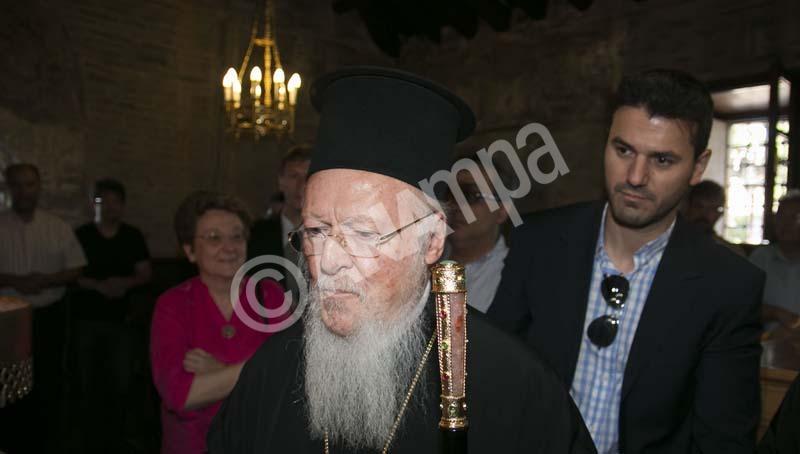 Ο Οικουμενικός Πατριάρχης Βαρθολομαίος κατά τη διάρκεια της επίσκεψής του στην Πατριαρχική Μονή Βλατάδων Θεσσαλονίκης. Θεσσαλονικη, Σάββατο 11 Ιουλίου 2015.  Την ευχή «όλα να εξελιχθούν ομαλά» αναφορικά με το ζήτημα της Ελλάδας εξέφρασε ο Οικουμενικός Πατριάρχης Βαρθολομαίος, που βρίσκεται από το πρωί στη Θεσσαλονίκη, προκειμένου να παραστεί στις εκδηλώσεις για τον εορτασμό της μνήμης του οσίου Παϊσίου, στη μονή Αγίου Αποστόλου και Ευαγγελιστή Ιωάννη του Θεολόγου, στη Σουρωτή Θεσσαλονίκης. ΑΠΕ ΜΠΕ/PIXEL/ΜΠΑΡΜΠΑΡΟΥΣΗΣ ΣΩΤΗΡΗΣ