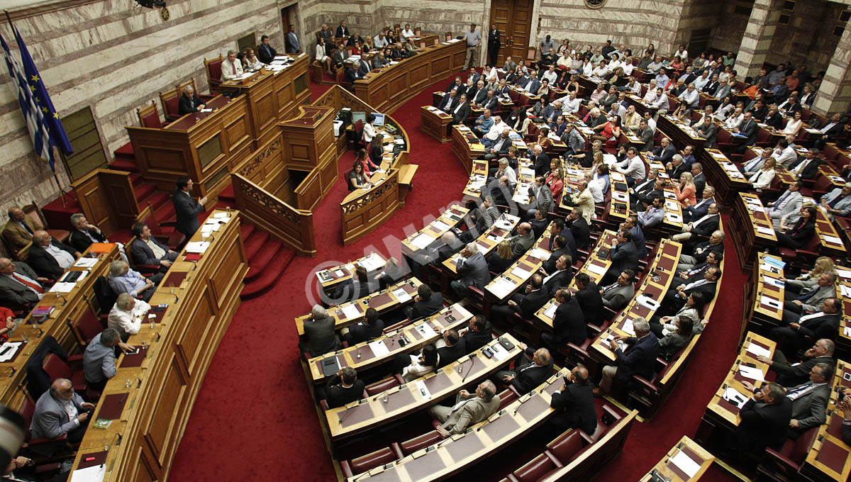 Ο πρωθυπουργός Αλέξης Τσίπρας μιλάει κατά τη διάρκεια της συζήτησης του νομοσχεδίου με τα προαπαιτούμενα μέτρα της Συμφωνίας της Συνόδου Κορυφής της ΕΕ, των Βρυξελλών, Τετάρτη 15 Ιουλίου 2015. Άρχισε στην Ολομέλεια της Βουλής η συζήτηση του νομοσχεδίου με τα προαπαιτούμενα μέτρα της Συμφωνίας της Συνόδου Κορυφής της ΕΕ, των Βρυξελλών. Όπως αποφασίστηκε στη Διάσκεψη των προέδρων, μέχρι τις 12 τα μεσάνυχτα θα έχει ολοκληρωθεί η συζήτηση και ψήφιση του νομοσχεδίου.  ΑΠΕ-ΜΠΕ/ΑΠΕ-ΜΠΕ/ΑΛΕΞΑΝΔΡΟΣ ΒΛΑΧΟΣ