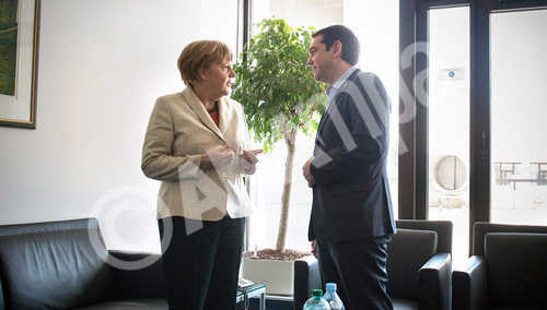 epa04717501 A handout picture made available by the German Federal government (Bundesregierung) on 23 April 2015 of German Chancellor Angela Merkel (L) and Greek Premier Minister ALexis Tsipras (R) talking to each other at the beginning of their meeting during the EU summit in Brussels, Belgium, 23 April 2015. The leaders of the European Union meet in Brussels to tackle an escalating migration crisis and the daily arrival of hundreds of would-be asylum seekers and migrants crossing the Mediterranean.  EPA/GUIDO BERGMANN/GERMAN FEDERAL GOVERNMENT/HANDOUT MANDATORY CREDIT HANDOUT EDITORIAL USE ONLY