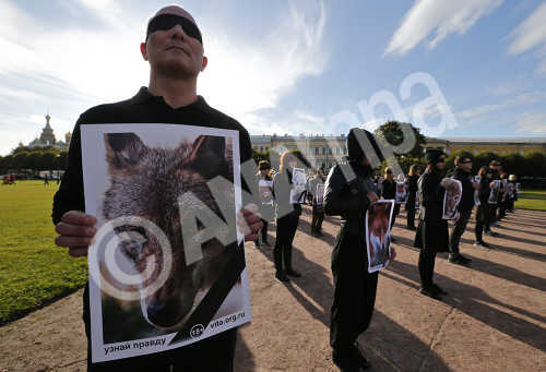 Members of a movement for the protection of animals attend the flash mob 'Animals are not clothes' at the Marsovo field in St. Petersburg, Russia, 04 October 2015.  EPA/ANATOLY MALTSEV