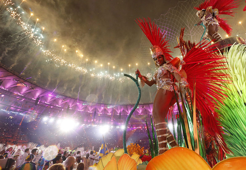 epaselect epa05506417 Artists perform during the Closing Ceremony of the Rio 2016 Olympic Games at the Maracana Stadium in Rio de Janeiro, Brazil, 21 August 2016.  EPA/SERGEI ILNITSKY