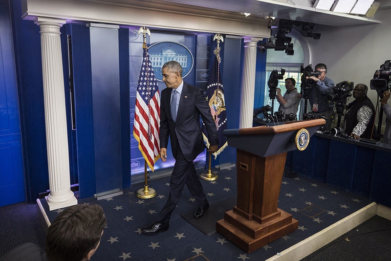 epaselect epa05728672 US President Barack Obama departs the Brady Press Briefing Room after his last press conference as president at the White House in Washington, DC, USA, 18 January 2017. Obama spoke about the incoming Trump Administration, as well as his commutation of Chelsea Manning.  EPA/JIM LO SCALZO