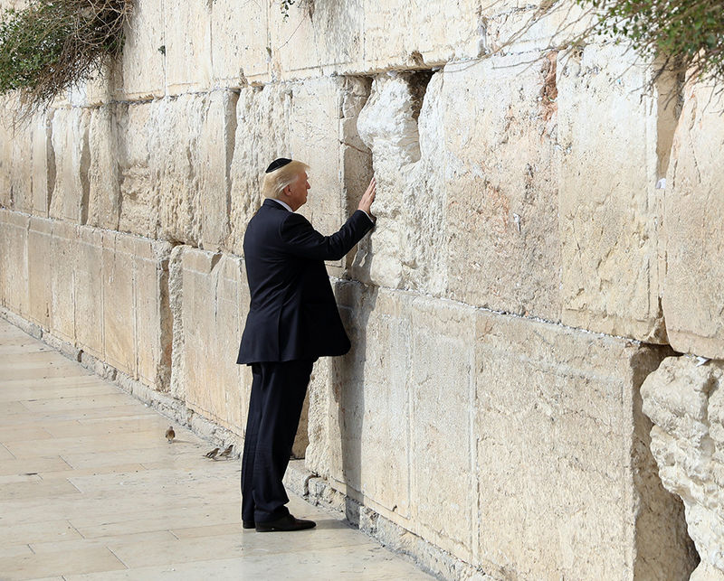 epaselect epa05981594 U.S. President Donald Trump touches the Western Wall, Judaism's holiest prayer site, in Jerusalem's Old City, 22 May 2017. Trump arrived for a 28-hour visit to Israel and the Palestinian Authority areas on his first foreign trip since taking office in January.  EPA/RONEN ZVULUN / POOL