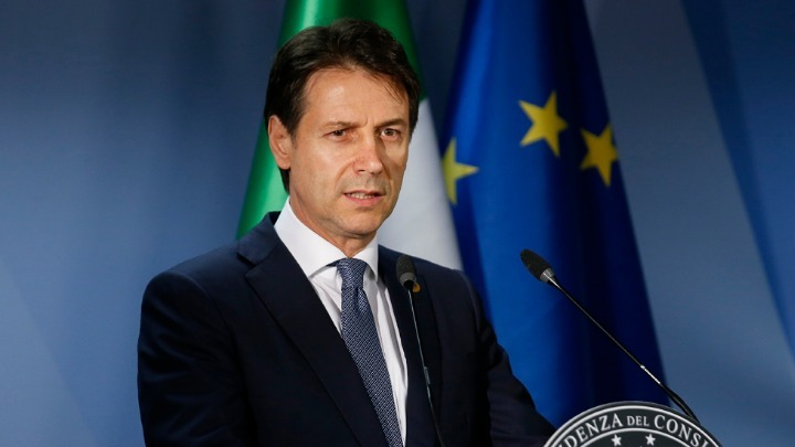 Ο Ιταλός πρωθυπουργός κλείνει τα 54 και γιορτάζει με τους στενότερους  συνεργάτες του d6b87769758