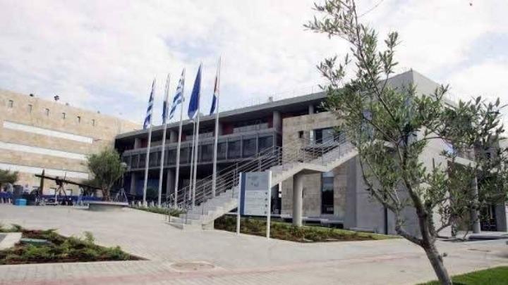 Στην καταγγελία πως μόνιμος υπάλληλος του δήμου Θεσσαλονίκης προσελήφθη  παράλληλα και ως έκτακτο προσωπικό 037186d2d21
