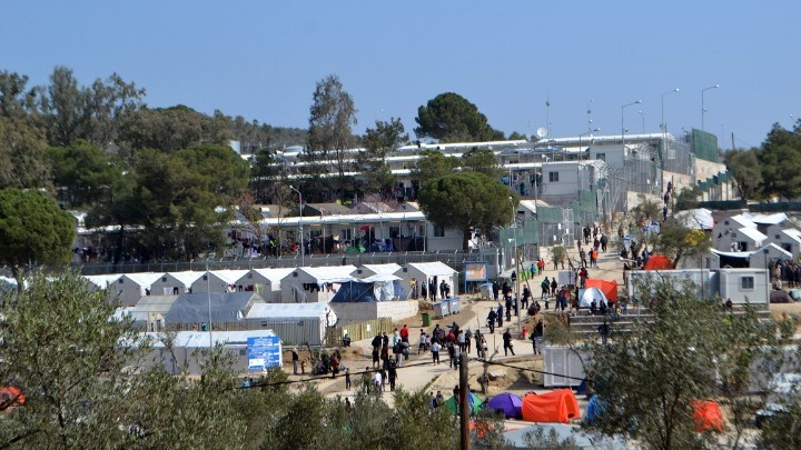 Ministry aims to reduce Moria hotspot population to under