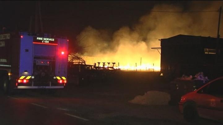 a17ee09de8e Eλλάδα / Μεγάλη πυρκαγιά σε εργοστάσιο ξυλείας στο ύψος του Πλατυκάμπου  Λάρισας
