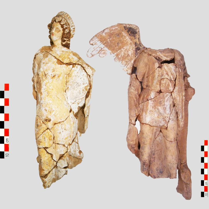 ploysia-archaiologika-eyrimata-apo-tin-epektasi-toy-metro-ston-peiraia-fotografies6